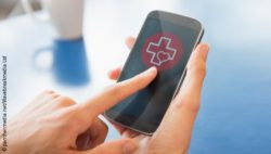 Photo: Smartphone with a heart and a red cross on the display