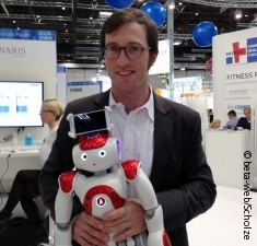 Photo: Philipp Mahler with avatar robot