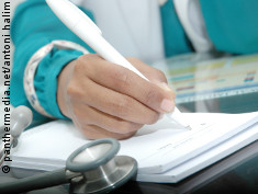 Photo: Doctor writing diagnosis down