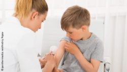Image: Nurse is vaccinating a young boy; Copyright: panthermedia.net/Andriy Popov