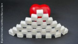 Image: A red heart behind a wall made of sugar cubes; Copyright: panthermedia.net/Moise Marius Dorin