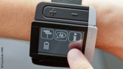 Photo: Assistance system worn like a watch; Copyright: Fraunhofer IPMS