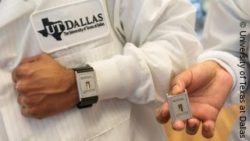 Image: One person ist wearing the Wearable and another person is holding it in his hand; Copyright: University of Texas at Dallas