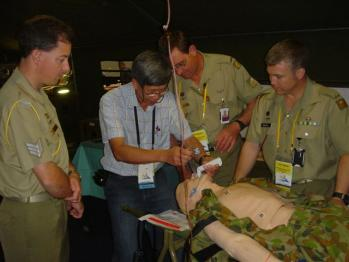 Dr Yee demonstrates Yeescope to Army