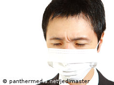 Photo: A japanes man wearing a surgical mask