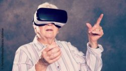 Image: elderly woman with VR glasses; Copyright: PantherMedia/Marko Volkmar