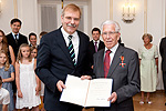 Helmut Erbe receives the Federal Cross of Merit