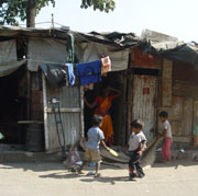 Bild: Children in a slum