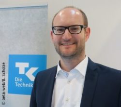 "Image: Dr. Andreas Landgraf next to a ""TK"" symbol; Copyright: beta-web/B. Scholze"