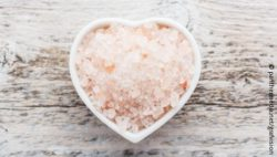 Image: Heart-shaped bowl with salt; Copyright: panthermedia.net/grafvision
