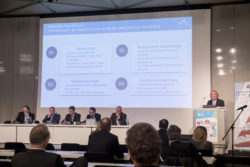 Photo: Speaker, panel and audience of the German Hospital Conference