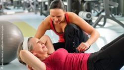 Photo: Two women at the gym doing an abdominal exercise; Copyright: panthermedia.net/Jean-Marie Guyon