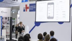 Image: Speaker and audience during a lecture at the MEDICA CONNECTED HEALTHCARE FORUM; Copyright: Messe Düsseldorf
