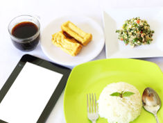Photo: Smartphone and three small meals