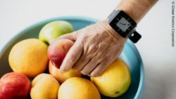 Image: hand with a smartwatch picks up an apple from a fruit bowl; Copyright: Global Kinetics Corporation