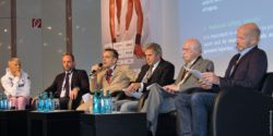 Image: Prof. Löllgen between other participants at MEDICA MEDICINE + SPORTS CONFERENCE; Copyright: beta-web/Günther
