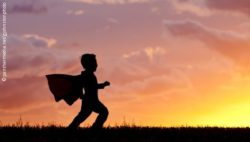 Image: Boy before sunset, he wears a cape; Copyright: panthermedia.net / gjohnstonphoto