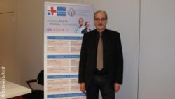 Image: Prof. Jahns in front of a standee; Copyright: beta-web/Roth