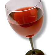 Photo: Glas of red wine