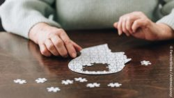 Image: Head puzzle with some missing pieces on a table; Copyright: PantherMedia / AndrewLozovyi