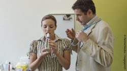 Image: Woman does breathing exercise under supervision of a doctor; Copyright: panthermedia.net/imagepointfr