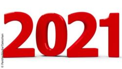 Image: Year 2021, written in big red numbers on white ground; Copyright: panthermedia.net/Oakozhan