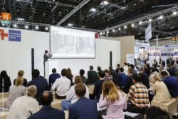 Foto: MEDICA CONNECTED HEALTHCARE FORUM stage and audience