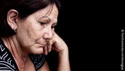 Image: Image shows a woman feeling low; Copyright: Panthermedia.net/kmiragaya