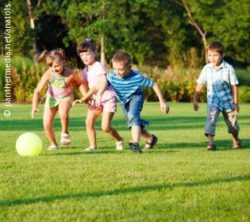 Photo: children play football; Copyright: panthermedia.net/anatols
