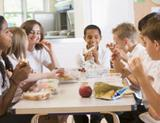 Photo: School children eating lunch together