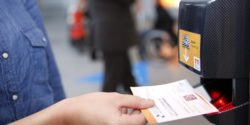 Foto: Visitor scans his eTicket at the barcode scanner