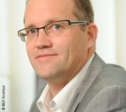Photo: Smiling man with glasses and short brown hair - Oliver Hasselmann; Copyright: BGF Institute