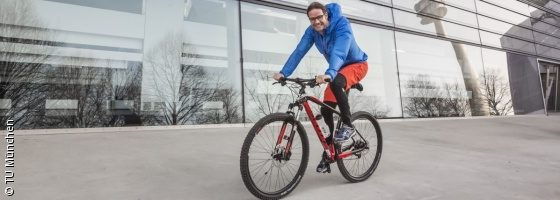 Photo: Prof. Hallo on a bicycle; Copyright: TU München