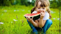 Image: A child is eating a watermelon outside; Copyright: panthermedia.net/lanakhvorostova