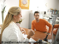 Photo: Physician talking to a patient