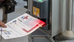 Image: eticket is being scanned; Copyright: Messe Düsseldorf