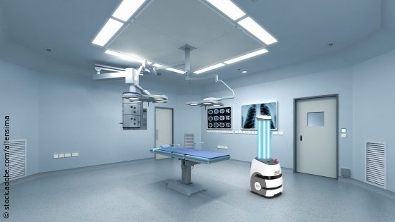 Image: empty operating room with disinfection robot; Copyright: stock.adobe.com/allensima