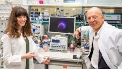 Image: Dr. Lika Drakhlis and Dr. Robert Zweigerdt with bioreactors and a special cell culture dish; Copyright: Karin Kaiser/MHH