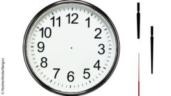 Image: A clock with an empty clock-face, three hands next to it; Copyright: PantherMedia/Rangizz