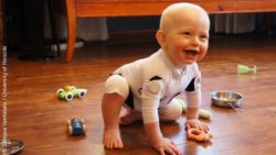 Image: laughing Baby on the ground with its toys; Copyright: Sampsa Vanhatalo / University of Helsinki