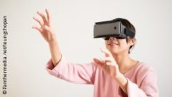 Image: Image shows woman using virtual reality; Copyright: Panthermedia.net/leungchopan