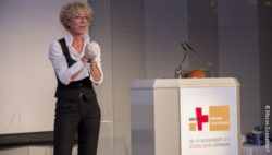 Image: Female speaker on MEDICA PHYSIO CONFERENCE stage