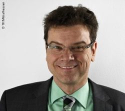Image: Smiling man with short brown hair, glasses and suit - Armin Häuser; Copyright: TH Mittelhessen