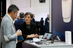 Foto: Man and woman in a consultation at the stand