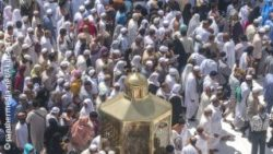 Photo: Masses of pilgrims