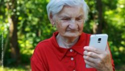 Image: Old woman with smartphone; Copyright: panthermedia.net/ocskaymark