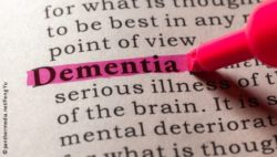 "Image: The word ""dementia"" is marked with a pink pen in a dictionary; Copyright: panthermedia.net/Feng Yu"