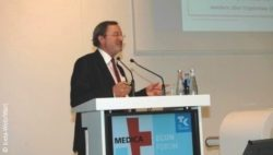 Image: Dr. Günther Jonitz during his lecture at MEDICA ECON FORUM; Copyright: beta-web/Wart