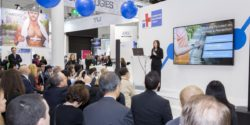 Image: A woman gives a lecture at CONNECTED HEALTHCARE FORUM ; Copyright: Messe Düsseldorf