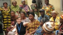 Image: Female researcher from Europe sitting between African women; Copyright: Institute of Tropical Medicine Antwerp